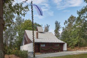 Aufwändig restauriert: die Diasporakapelle aus Overath vor der Einweihung im LVR-Freilichtmuseum Kommern.